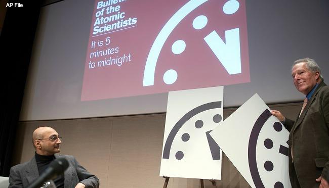 Doomsday clock AP 012616_185143