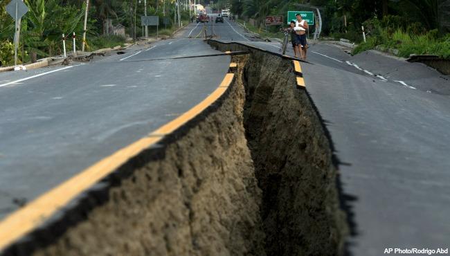 Ecuador earthquake AP 041916_208121