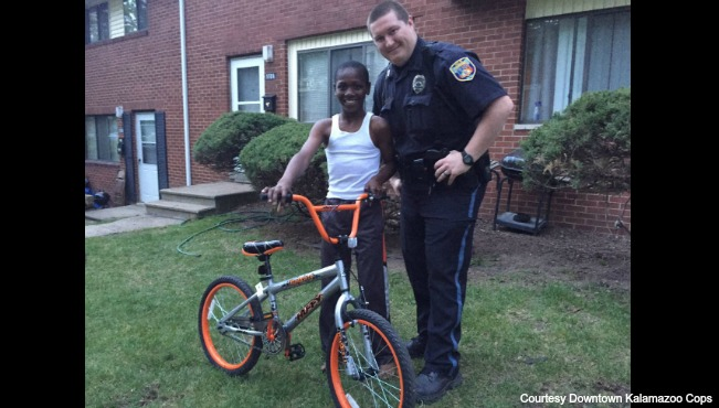 Kzoo officer buys new bike 042616_209559