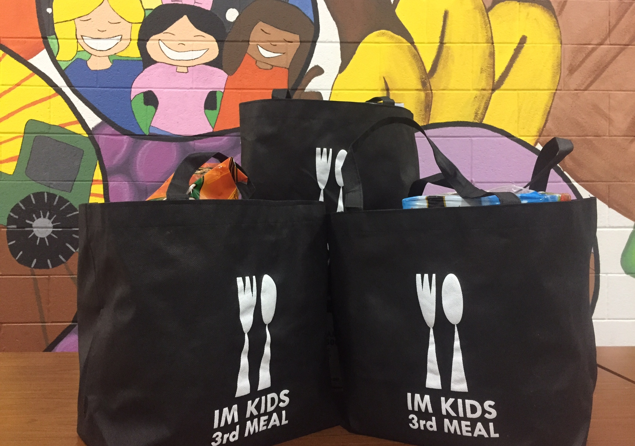 im kids 3rd meal fill a bag drive 120315_31820
