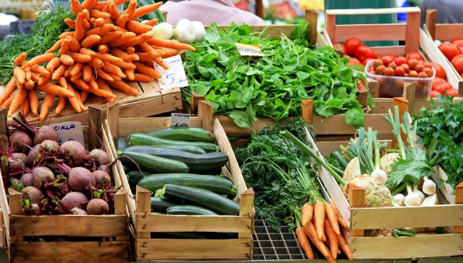 Fresh and organic vegetables at farmers market_42161