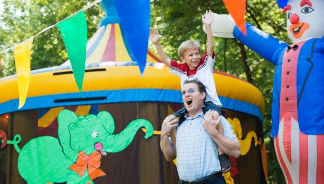 Dad and boy at carnival_46156