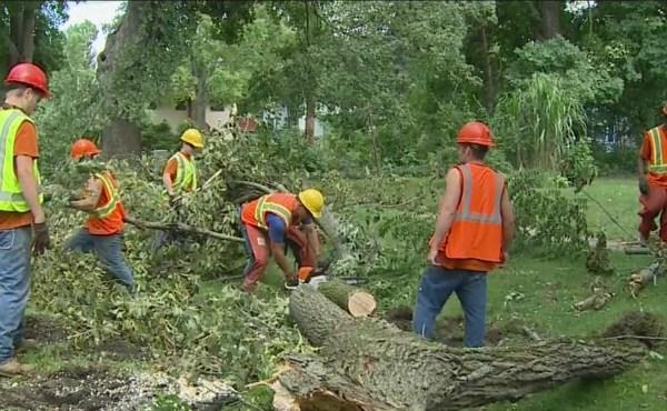 grand rapids inmates clean up storm damage 082216_239440