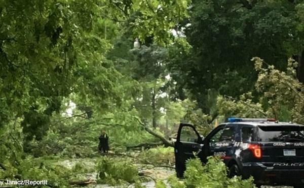 northeast Grand Rapids storm damage 082016_239187