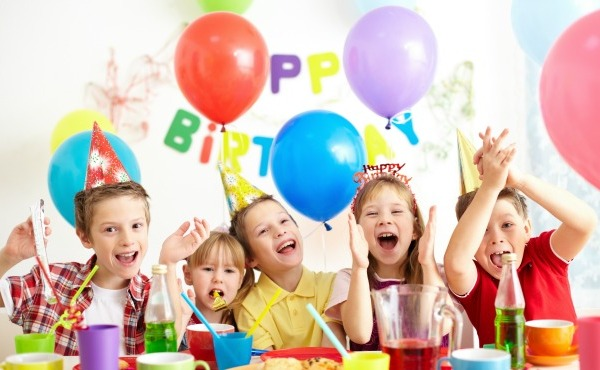 Group of adorable kids having fun at birthday party_47305