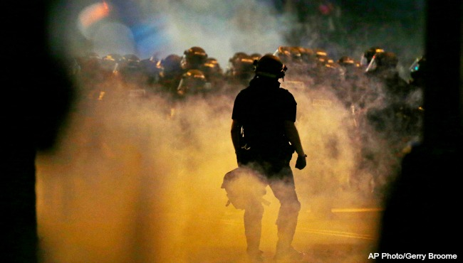charlotte-protest-tear-gas-092116_246655
