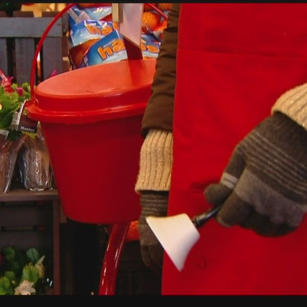red-kettle-1_260347