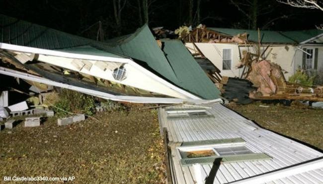 severe-weather-tornado-alabama AP 113016_264569
