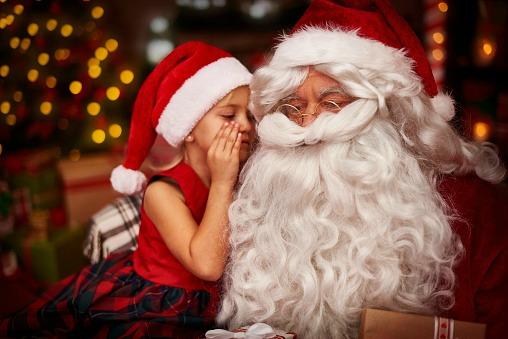 Santa hears some Christmas wishes_50627