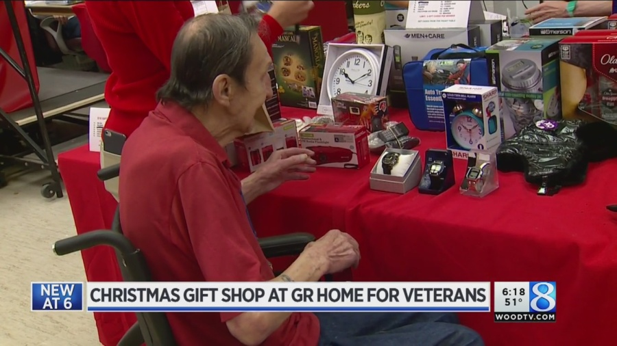 Brilliant Volunteers Help Grand Rapids Home For Veterans For The Holidays Download Free Architecture Designs Viewormadebymaigaardcom