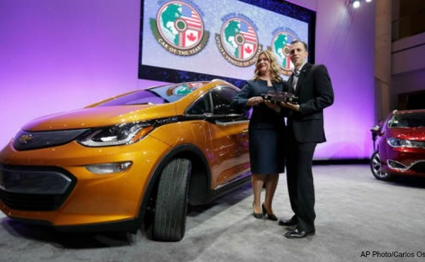 auto-show-awards-chevy-bolt AP 010917_273513