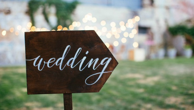 Wedding and party place decoration with wooden sign_56601