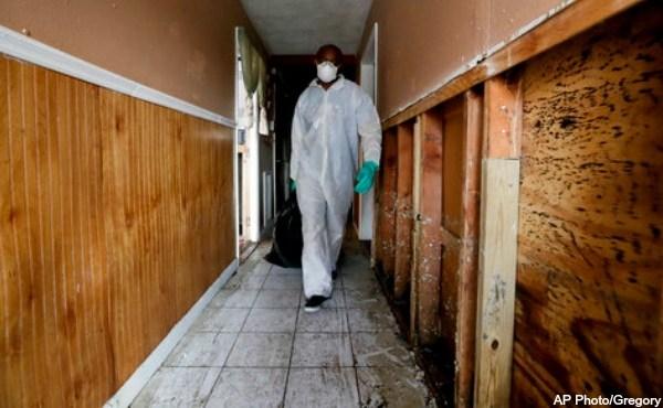 hurricane harvey cleanup 090217_394730