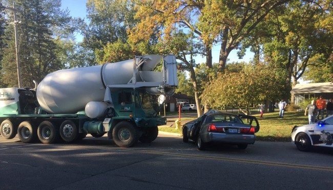 cement truck and car 101817_418741