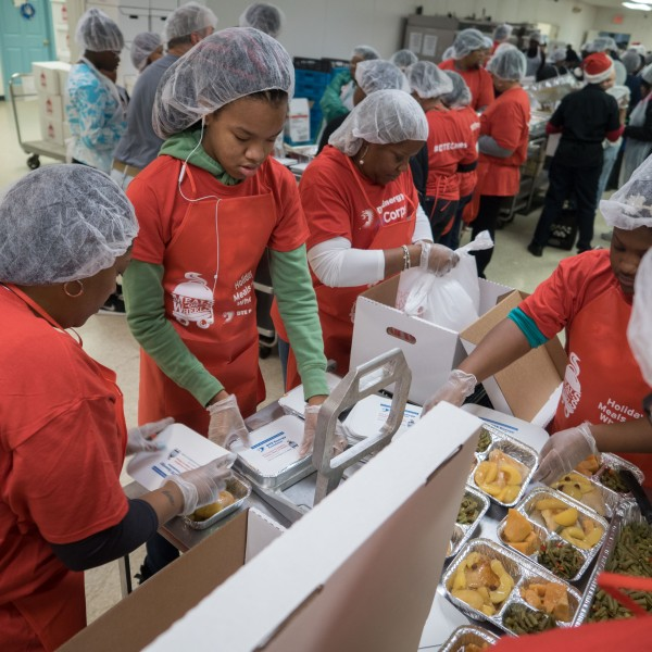 2016 Hot Pack.DTE Volunteers pack hot meals for Meals on Wheels at Valley Foods in Detroit_445072