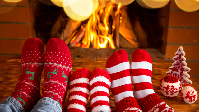 fireplace-family-christmas-holiday-winter_1513205982103_323806_ver1-0_30202883_ver1-0_640_360_447768