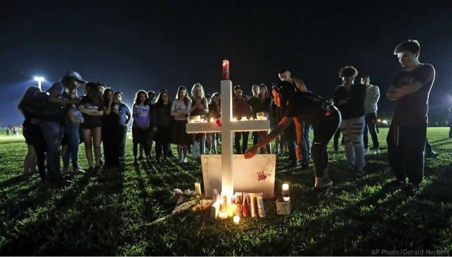 Florida school shooting 021618_481053