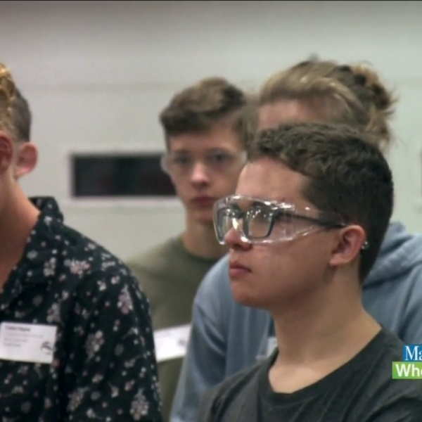 Students_explore_careers_in_manufacturin_0_20181010162222