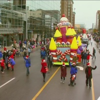 Volunteer_for_the_Art_Van_Santa_Parade_0_20181011180140