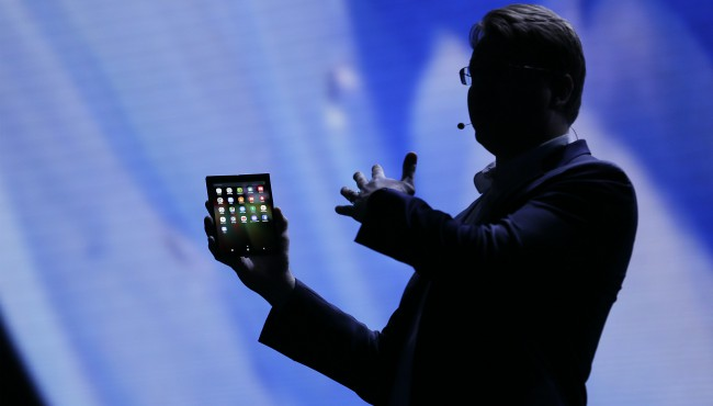 Samsung foldable smartphone screen Ap 110718_1541626161802.jpg.jpg
