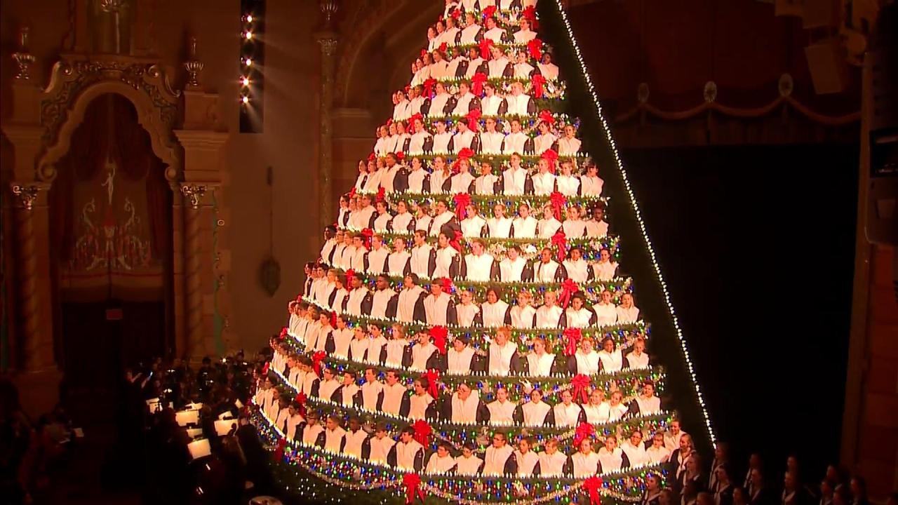 Singing Christmas Tree Muskegon 2021 Special Show Kicks Off Singing Christmas Tree