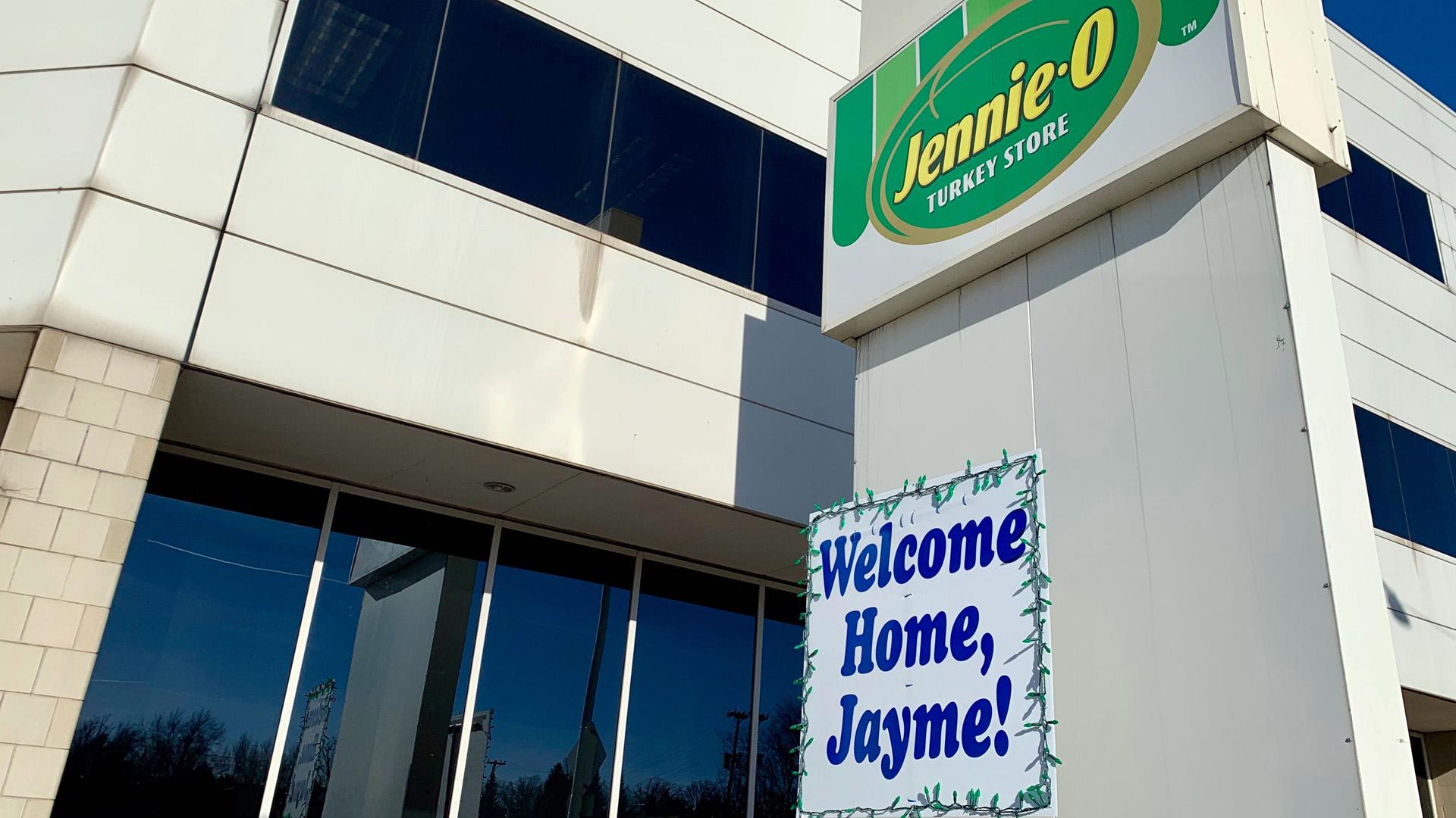jayme closs jennie-o welcome home sign 011619 AP_1548293442070