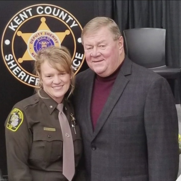 West_Michigan_sheriff_breaks_the_glass_c_9_20190325154725