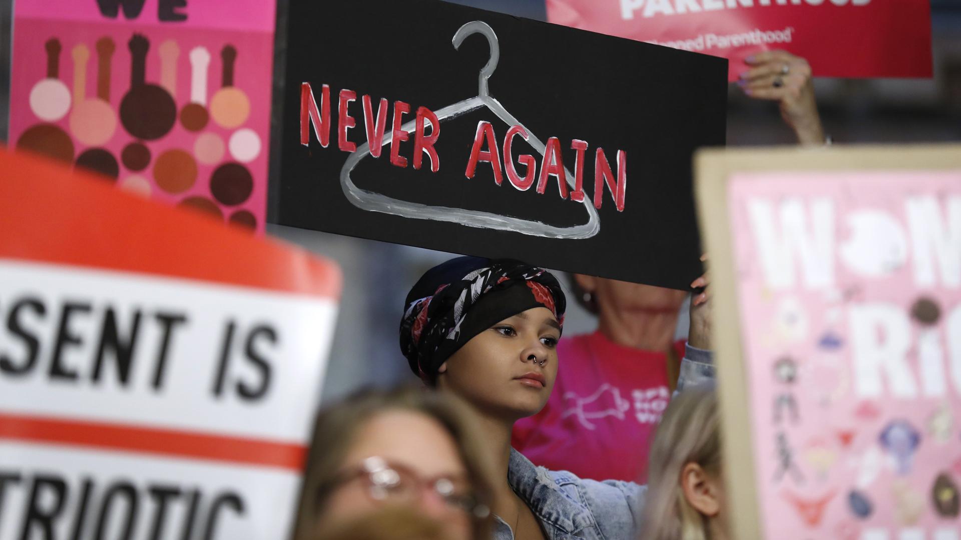 Iowa abortion protesters 052619_1558907385527