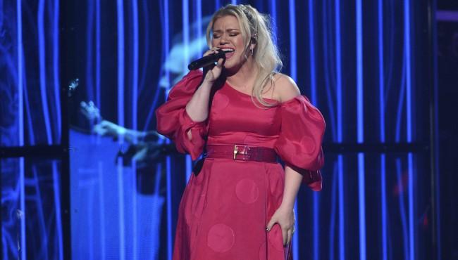 Kelly Clarkson Billboard Music Awards AP 050119_1556897389195.jpg.jpg