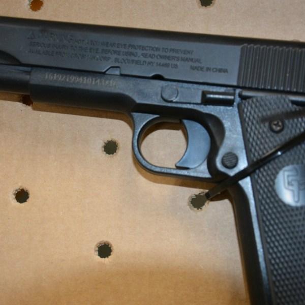 bb gun that looks like like firearm