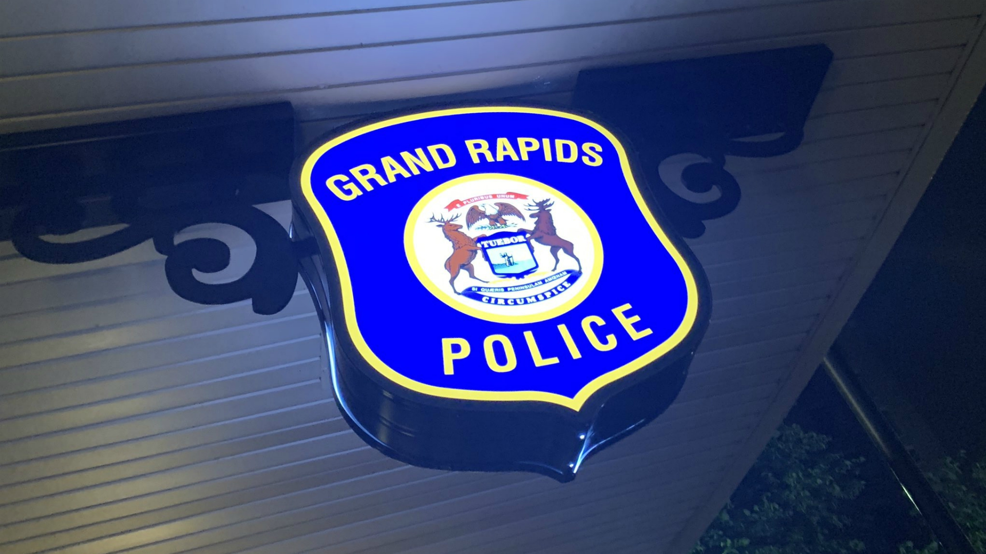 grand rapids police department night