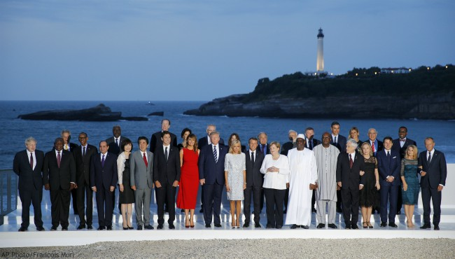 G7 Summit leaders pose for a picture.
