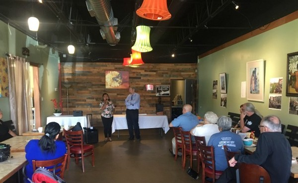 People gather at restaurant for I-bond fundraiser