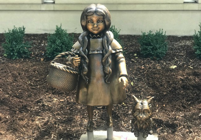 Dorothy and toto statues