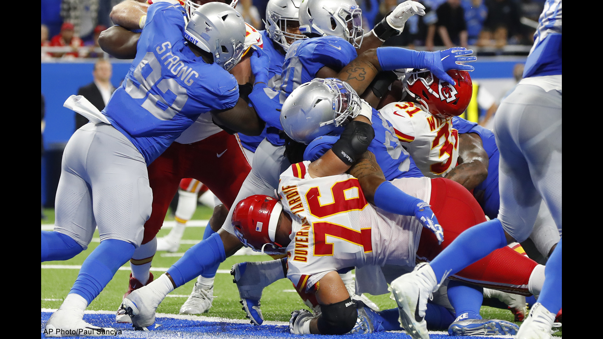 Chiefs Score Late Stay Undefeated With Win Over Lions