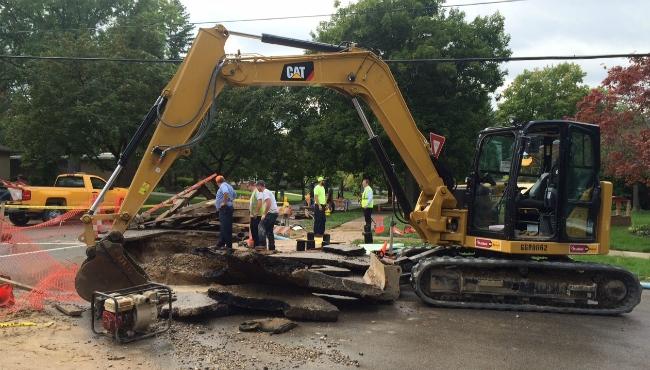 A photo of crews repairing a main water line leak in East Grand Rapids. (Sept. 24, 2019)