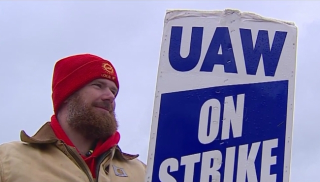 Local UAW members head to Detroit for details on deal