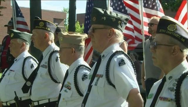 Volunteers comfort veterans at end of life