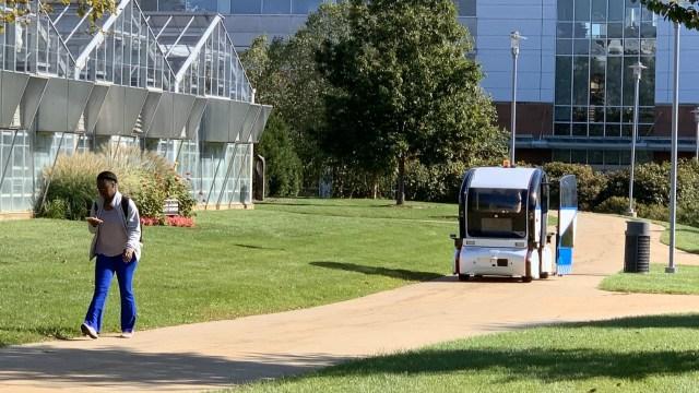 Autonomous shuttle cruises around WMU on trial run