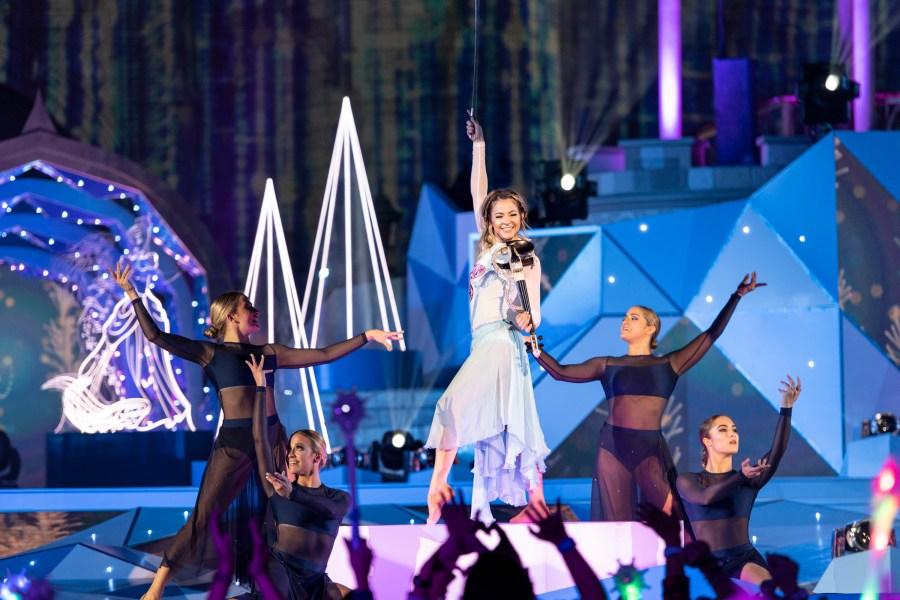 "Disney and ABC team up to put on ""The Wonderful World of Disney: Magical Holiday Celebration ..."