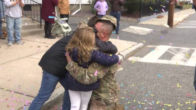Video: Army sgt. surprises kids at Massachusetts parade