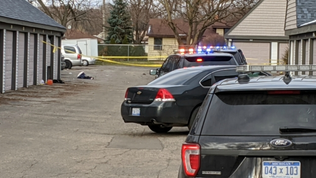 Police: 2 shot at Wyoming apartment complex