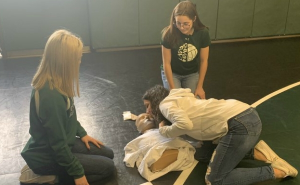 A photo of CPR training at Hartford High School in Van Buren County. (Feb. 11, 2020)
