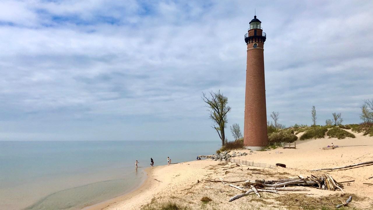 Lake Michigan rises 2 inches in 1 week