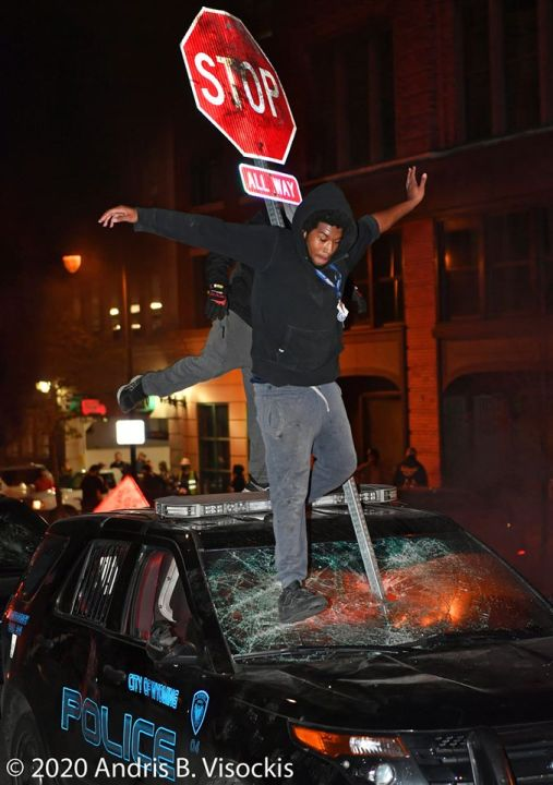 A photo of the Grand Rapids riots on May 30, 2020. (Courtesy of Andris B. Visockis)