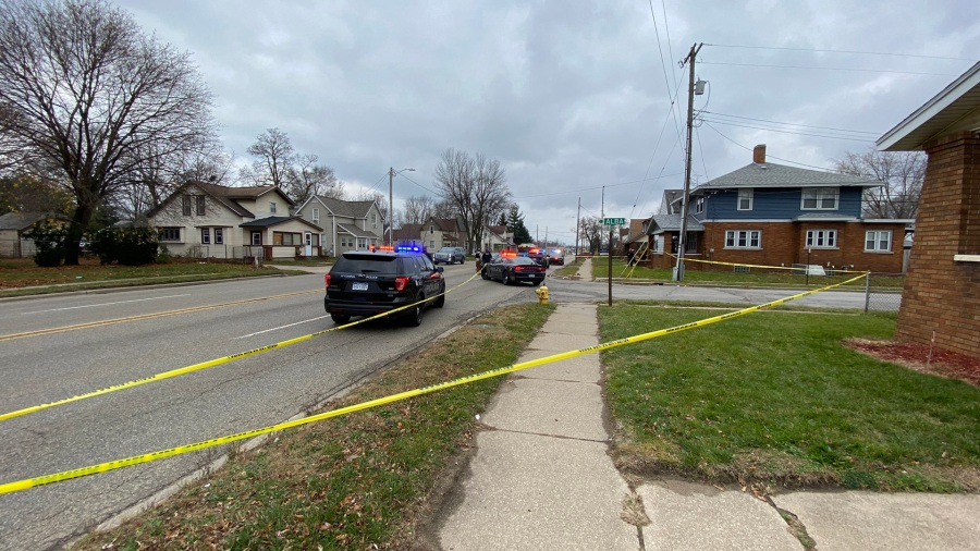 Police investigate a shooting near Burton Street SW and Alba Avenue SW in Wyoming on Nov. 27, 2020.